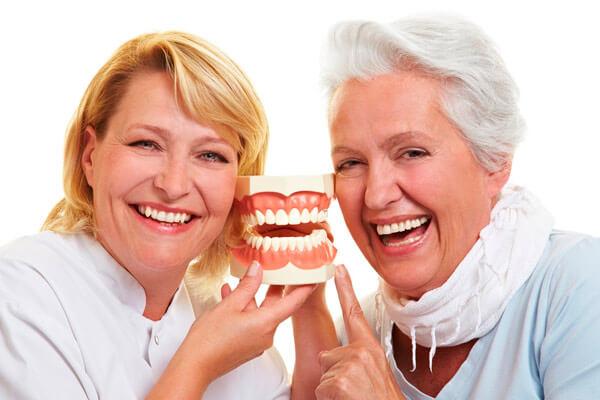 Льготное протезирование зубов для пенсионеров