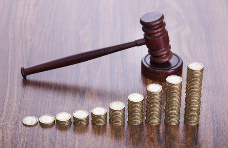 С кого взыскивается компенсация судебных расходов в 2020 году