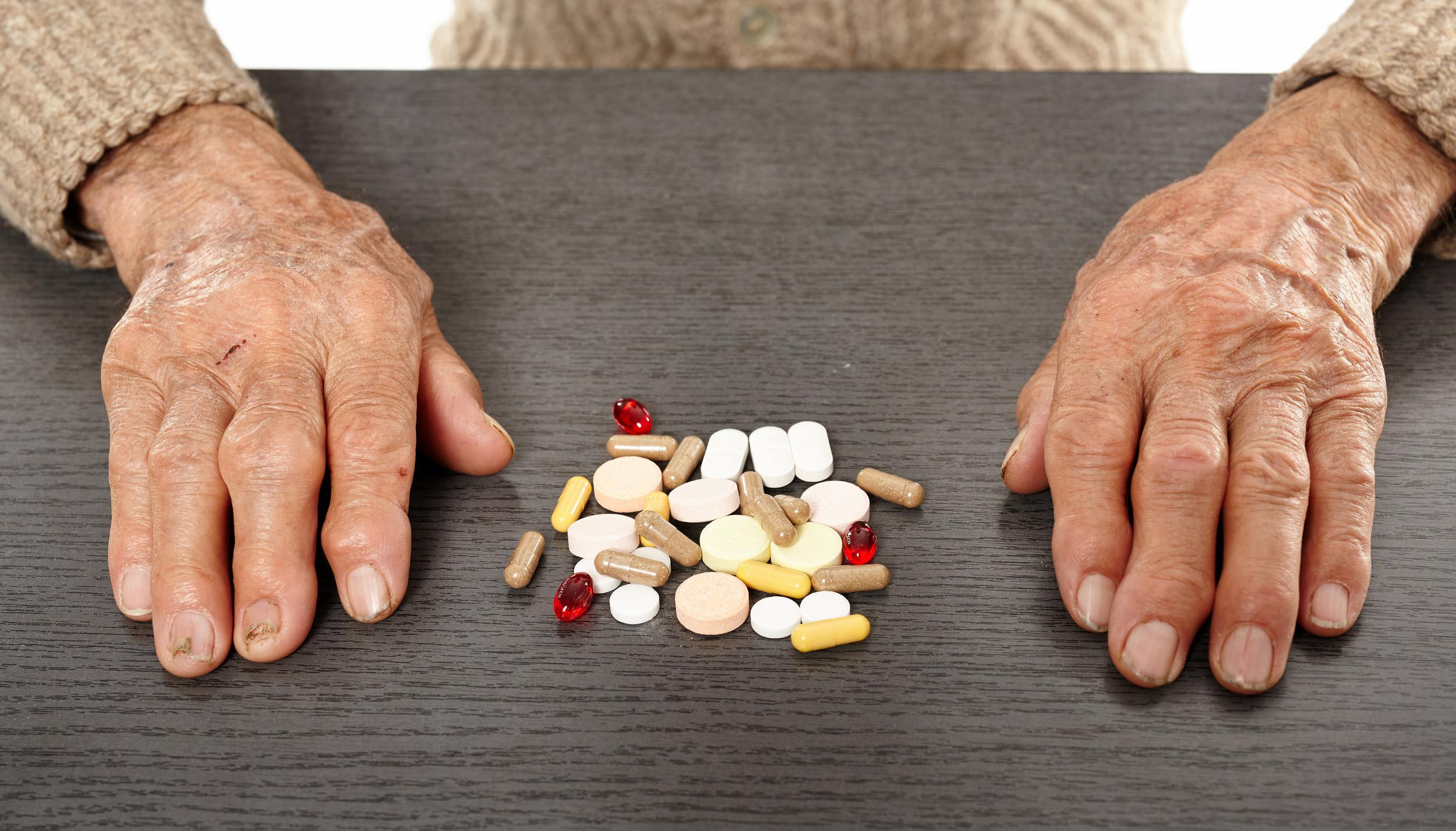Как пенсионеру оформить налоговый вычет на лекарства